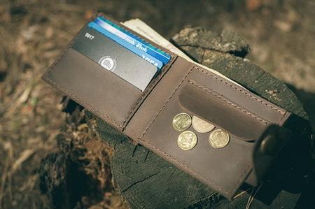 Классический мужской кошелек на кнопке